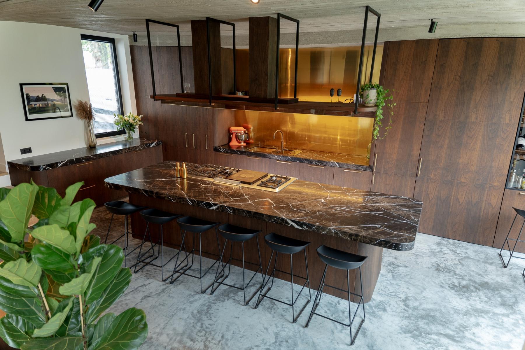Bronzen-fantasie-keuken-OV5
